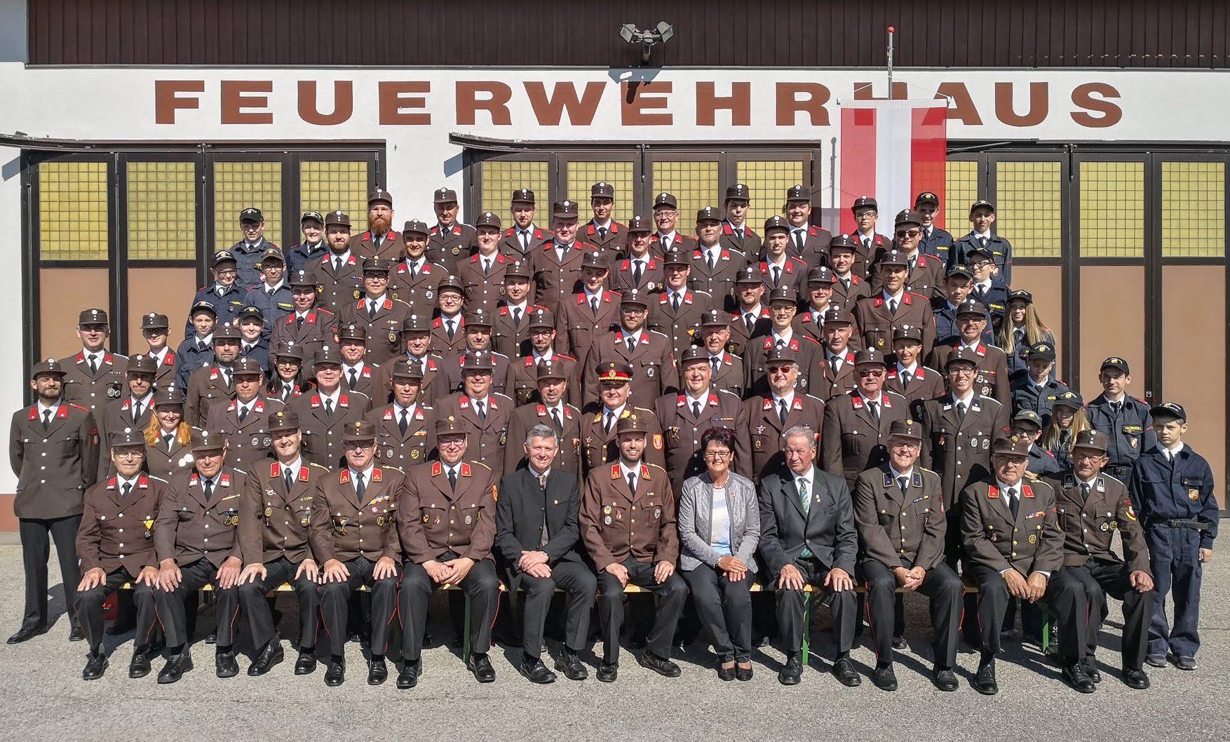 Mannschaftsfoto der Freiwilligen Feuerwehr Petzenkirchen Bergland 2018