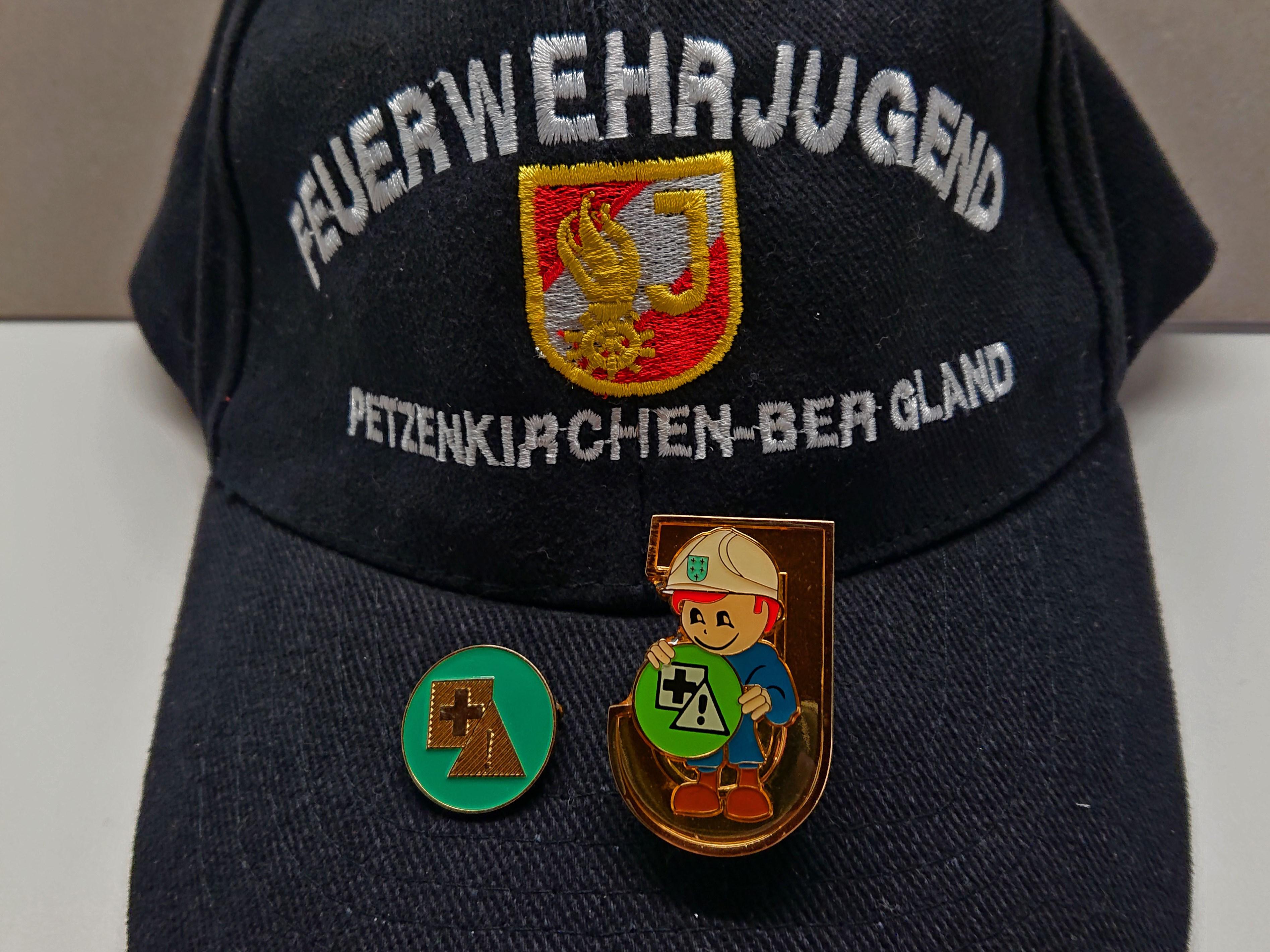 """Weiße Fahne bei """"Feuerwehrsicherheit und Erste Hilfe"""""""