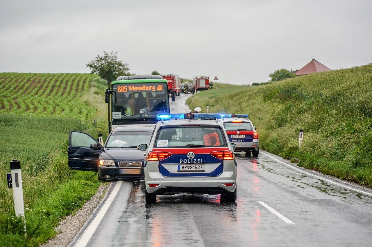 Fahrzeugbergung nach Verkehrsunfall auf der L105 bei Preßbach