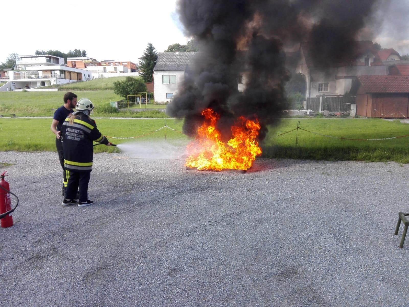 Feuerlöschertraining FJ